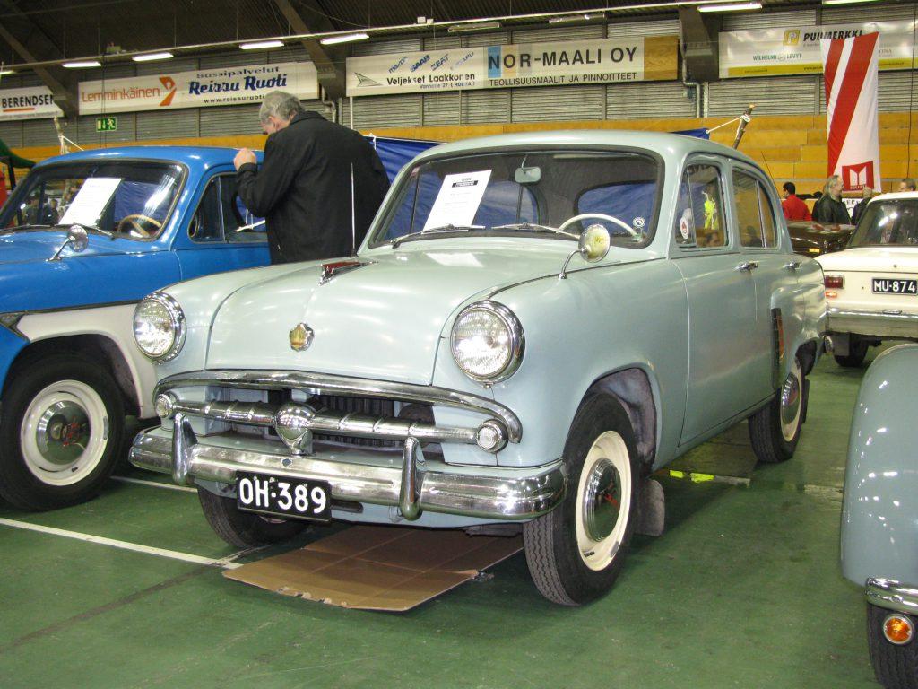 zabytkowe auto w muzeum - moskwicz