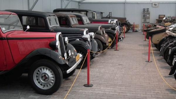 Samochody w muzeum motoryzacji w Nieborowie