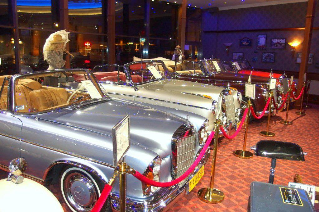 eksponaty w muzeum motoryzacji