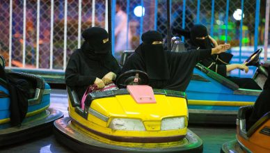 Absurdy drogowe - saudyjki za kierownicą