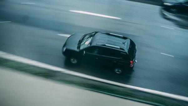 Auto na drodze