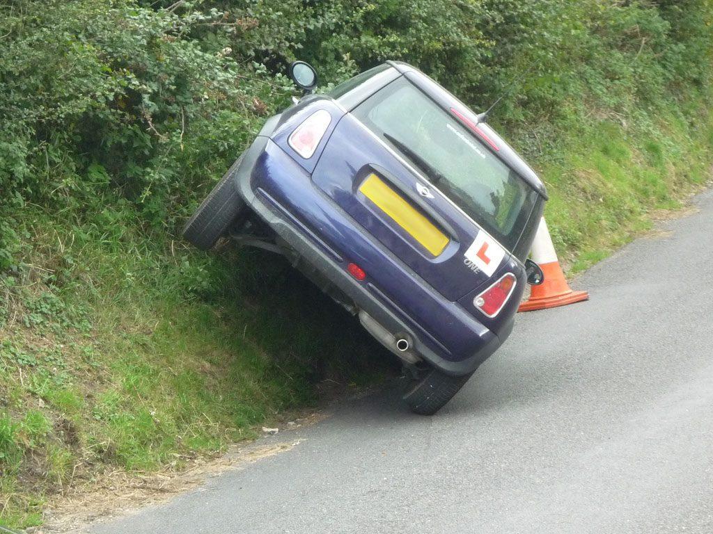 Złe parkowanie samochodu