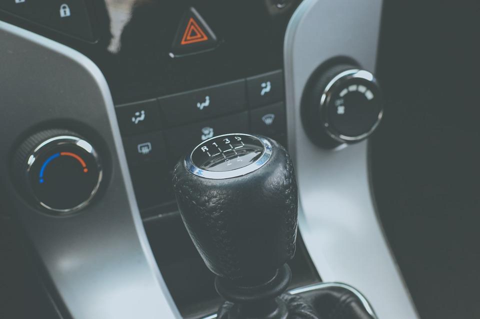 drążek zmiany biegów skrzyni manualnej