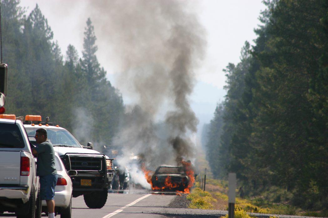samozapłon samochodu na drodze