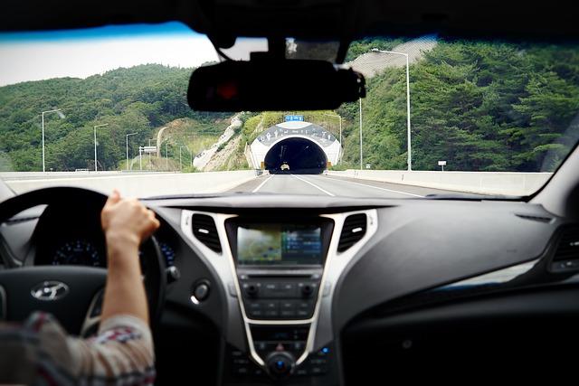 trasa kobieta za kierownica